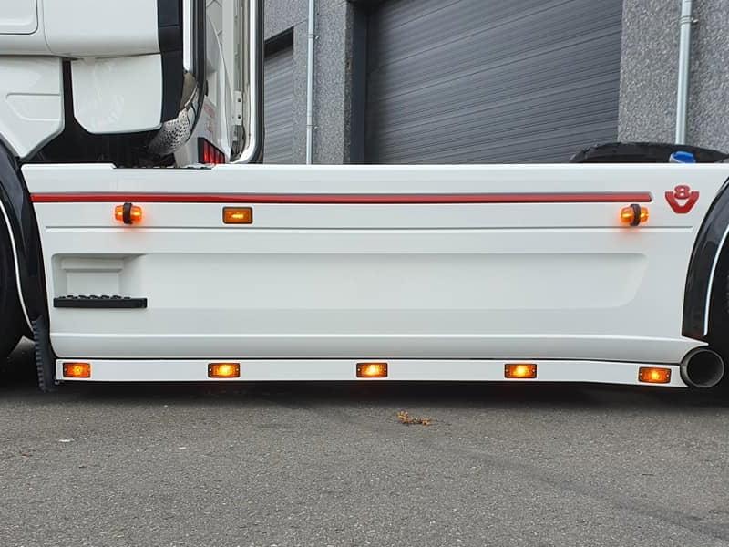 Aanbod positielampen gemonteerd op een vrachtwagen - voor 12 en 24 volt - gemonteerd door Van der Heijden Truckstyling